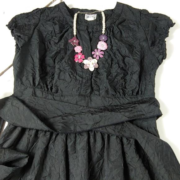 Converse Dresses & Skirts - Converse vneck crinkle dress with sash